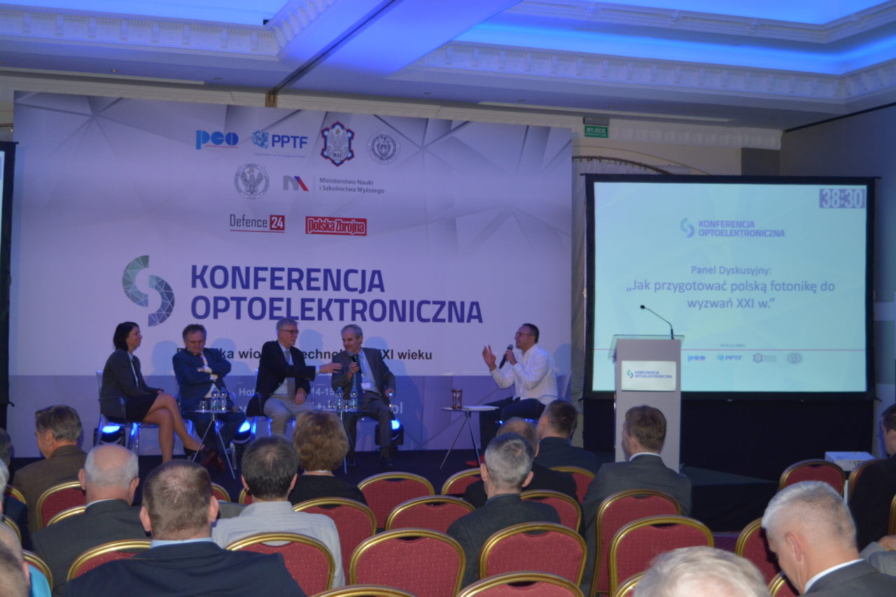 https://pcosa.com.pl/wp-content/uploads/2018/12/iv_konferencja_optoelektroniczna_2_pco_s.a-1280x854.jpg